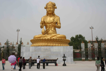 famenoutdoorbuddha