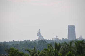 The statue of Lord Shiva (123 feet high) as seen from the train. (©MRandin)