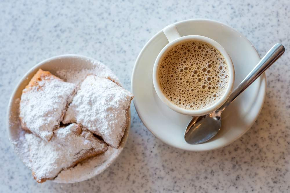 Don't Wear Black to Cafe du Monde (& Other New Orleans Travel Tips)