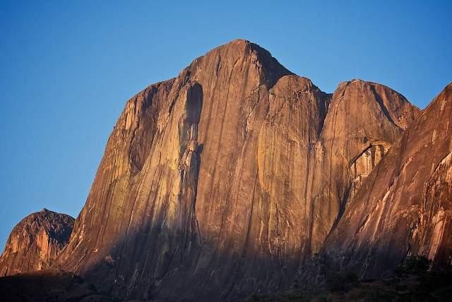 Climbing Tsaranoro (640x428)