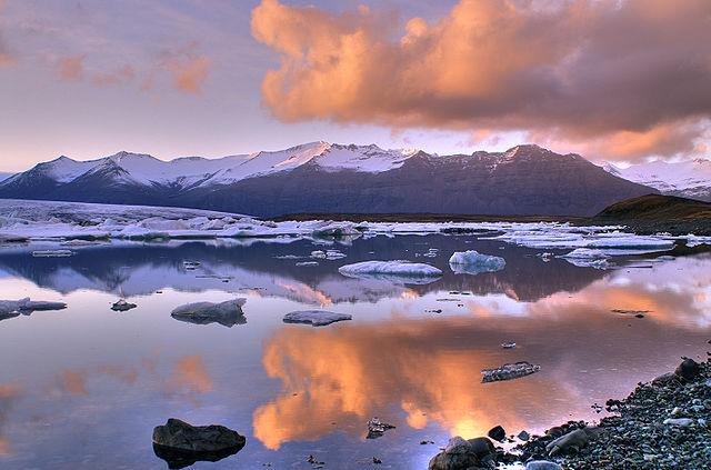 640px-Jokulsarlon_lake,_Iceland