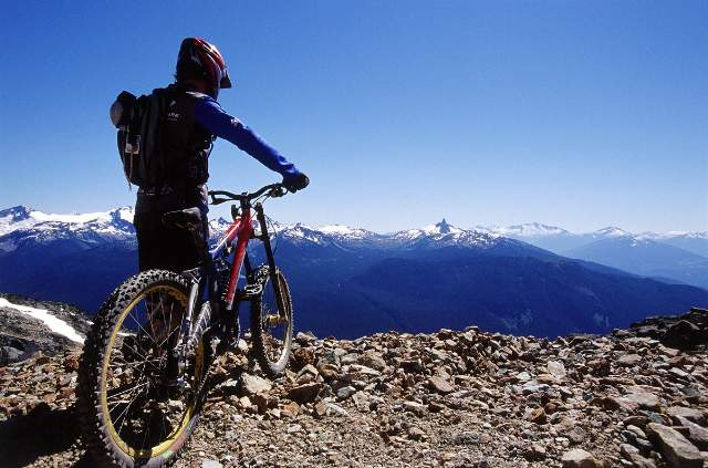 2-3363-MountainBiking