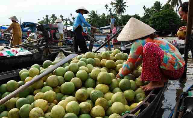 Floating river markets