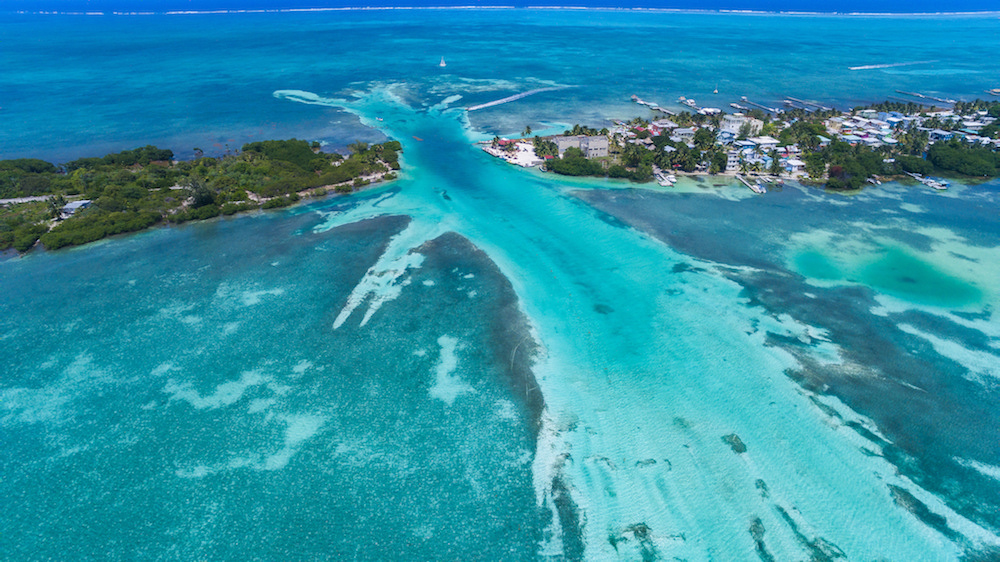 Caye Caulker is located in the beautiful world heritage Belize Barrier Reef by Flickr/Falco Ermert
